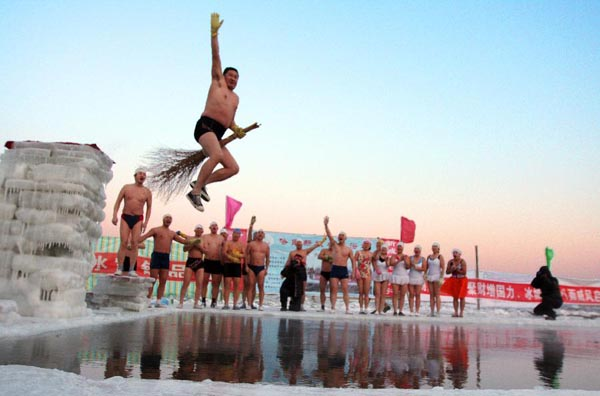 Photo  Image  U0026 Picture Of Songhua River Winter Swimming